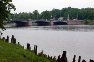 Вид со стороны сада на Каменностровский мост, деревянный шпунт
